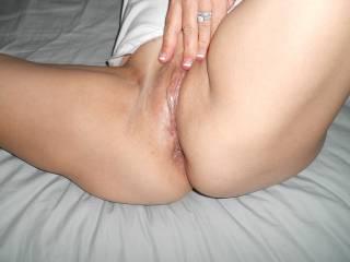 beautiful bby !! sitting here just wanting to know how ur hot holes taste !! mmmmm gooooood !!!! ;-)
