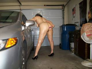 wife working her ass in the garage
