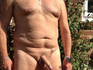 Mmm I'm falling in love for your mature body and cock... I'd like so much to make love with it !