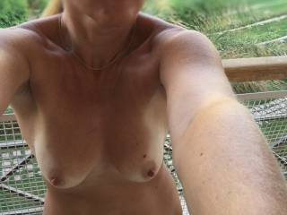 Mmm so hot and sexy outdoors...great shot