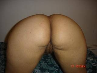 a perfect pussy and a beautiful, phat, round@ss....i wuddnt last a minuete...
