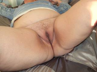 I'd love to lick and suck on your hot wet pussy mmmmm