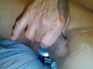 Woke up zoigin and just had to cum n fill up with a cold one enjoy the view, wanna play?