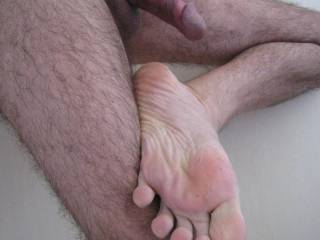 hummmm love this wrinkled feet!!!! and of caurse i didnt forget your hard cock behind