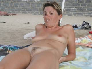 I like being naked on the beach to the eyes of others ...