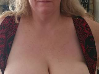 Wife showing off her great tits!