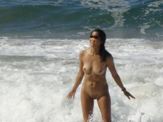 Asian girl letting the warm ocean splash up on her exposed pussy~!! Do you like your pussy salted?? ;-)~