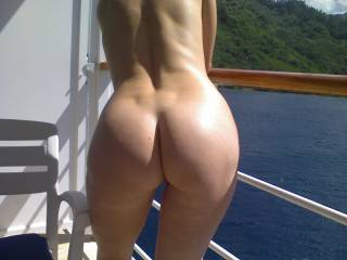 Sparkling water, mountains, and a beautiful ass. What more could you ask for?