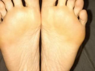 Sexy soles to lick! Nice long toes to suck!! A blank canvas to cum upon.