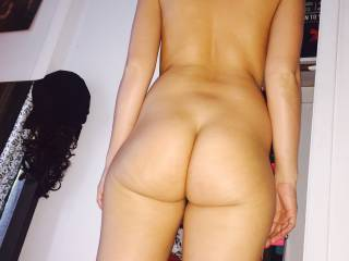 Mmmm i could pound away on that juicy ass for days on end, so sexy