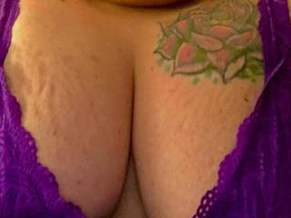 I was face timing one of my ssbbws and had her send me a cleavage pic she sexy as a mutha IMO.