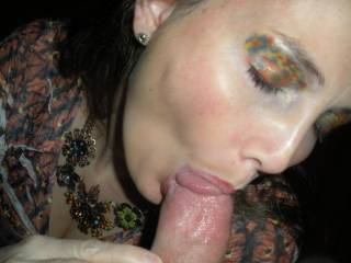 Mmm, what a hot sight, wish i could feel your lips on my hard cock like that