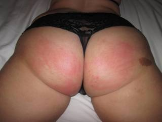 mmmmm lovely red arse cheeks - very very sexy