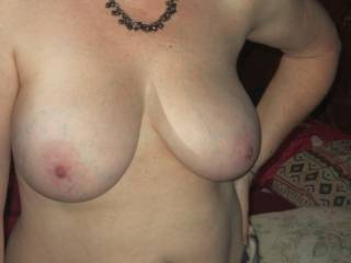 Love a woman with big natural tits and a little tummy makes me horny