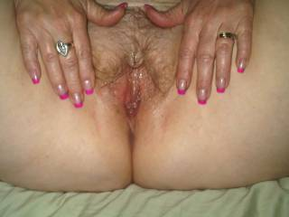 lovely looking juiced up pussy would love to tongue it good.see if i could get it even wetter!!