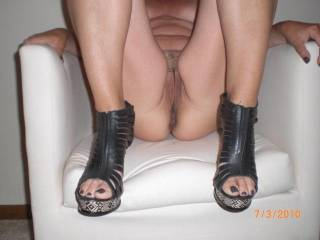 nice shoes, but I wanna spread those legs and kiss those HOT LIPS!!