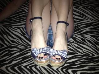 she loves it when I shot my load all over her little toes while she wears her high heels