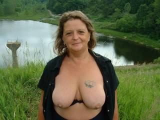 What a beautiful mature lady! I want you!!!