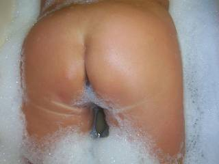 Sexys fine ass with bubble bath.