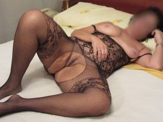 What a sexy outfit, and what a gorgeous body, I would love to be between your thighs with my face buried in your pussy giving it a good licking.
