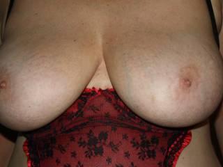 wow, love those big tits and sweet niples