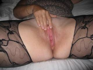 mmmm i wwant to massage ur clit with my tongue suck on your clit then give you 8inche of thick throbbing hard cock all night