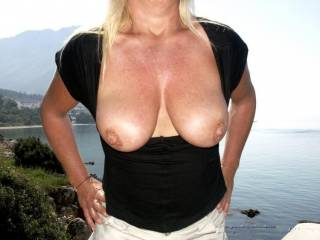 absolutely great pic of your perfectly shaped titties. i love them both. i really dfo
