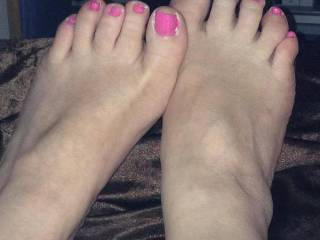 mmm love to play witht hem and slide my cock between them till i cumm all over those pretty toes