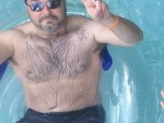 Ummmmmm.......great looking bear.........I would love to swim up and give you a wet BJ...........