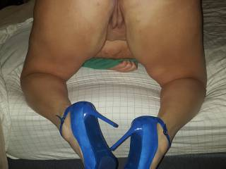 My girl in her sexy Royal Blue Heels and matching Buttplug😁