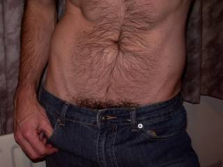 That is one hot sexy hairy body!!