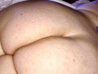 Here's another ass pic for you gentlemen that like em.. I know it's looking real good