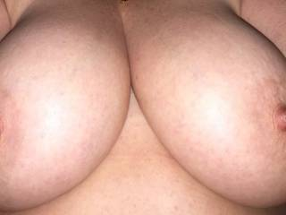 I love her tits! I wanna suck those nipples so bad!
