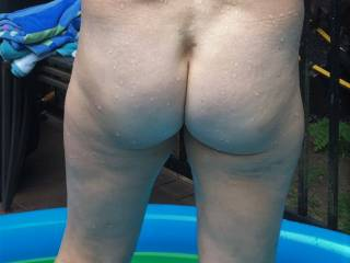 I took a photo of my Wife\'s ass in the pool. I love to fuck her!