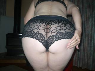 Lovely !! I love a pair of mnickers on a nice round bum (from MrH)