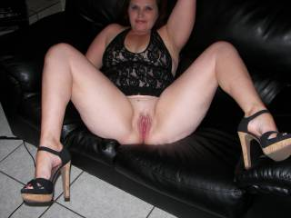 Showing off her pussy!