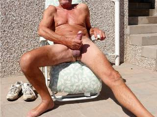 mmmmmmmm feels so good outside wanking in the sunshine