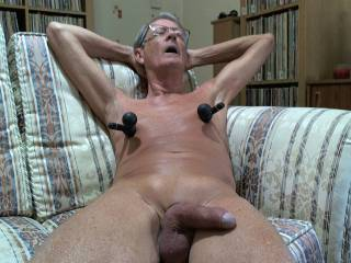 Trying-out my vibrating suction cups on my nipples, it feels really good !