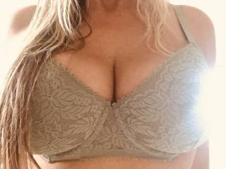 Full bra... Wanna cum over? 💋