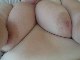 Def could bury NY face in there and suck those nipples....