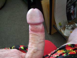 yummm nice cock ....... i could easily sqat onto that qnd ride you and make my husband watch us ......