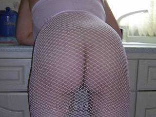 I can only imagine the excitment M has when he walks into the kitchen and that is bent over the counter.  D you can even make burlap look sexy.