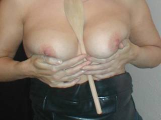 LOVE TO SEE HER HOTT BODY IN HER LEATHER!!!! AFTER SHE BEEN USED!!