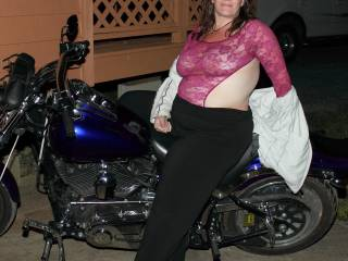 Beautiful woman and a cracking bike.  What more could a man want.