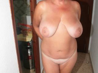 Oh my yes dam nice body and fantastic looking big tits I want some of you sexy lady Mmmmmmmm
