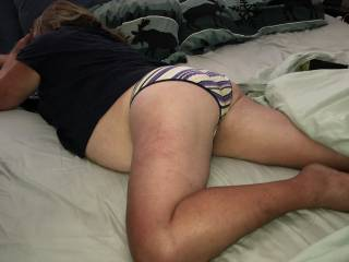 Wife lounging around in her panties. Plump round ass and glimpse of big wobbly belly ;)