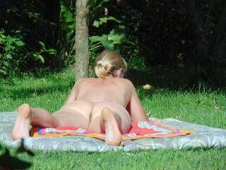 Nude women shows body in european parks