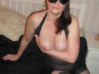 She seems a very good looking lady and a great sport to be(d) with! greetings from holland