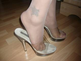 i love those sexy clear mules. i use to have a pair and loved the way my hosed feet looked in thek with shorts. men love it. made so many dicks hard wity that outfit