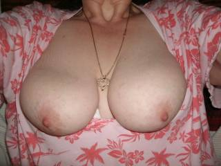 want to play with your beautiful tits and sucking your awesome nipps.